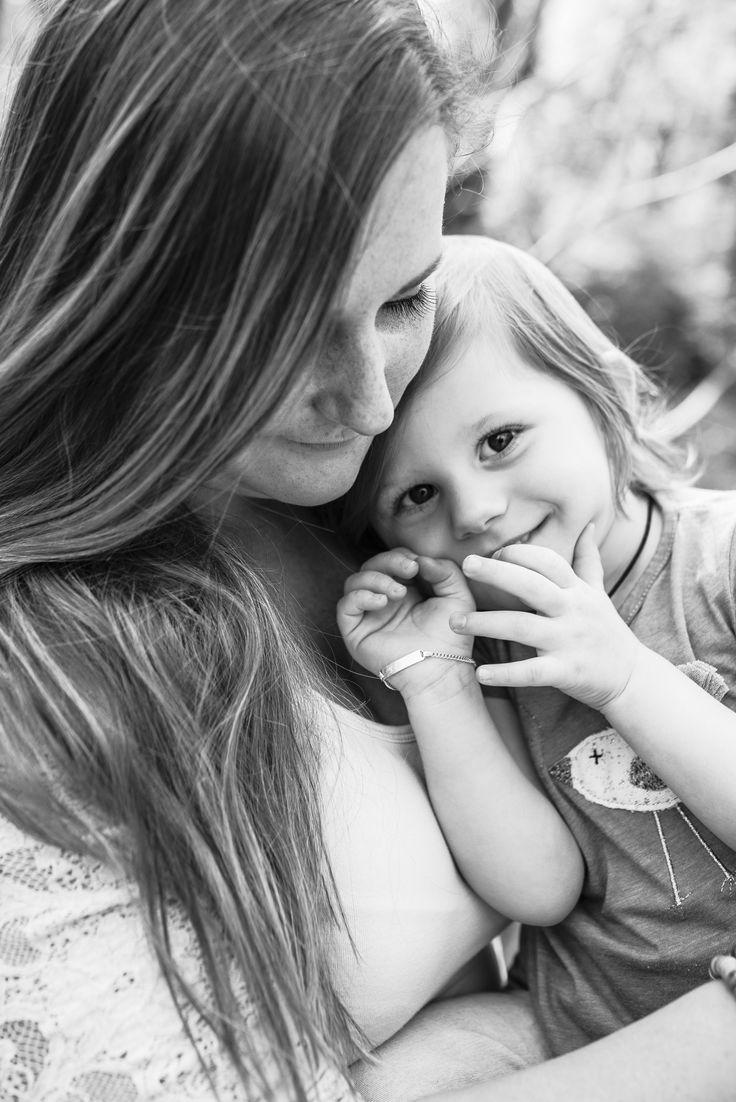 Kein Mensch auf der Welt wird jemals mein Herz so sehr berühren wie mein Kind <3  ©rosafotografiert.com