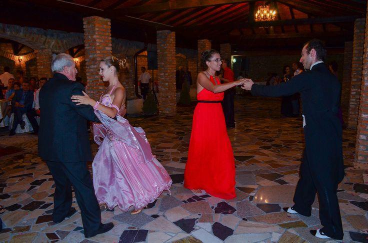 Moment de dans cu publicul: http://www.lotusdance.ro/cursuri-de-dans-pentru-nunta/