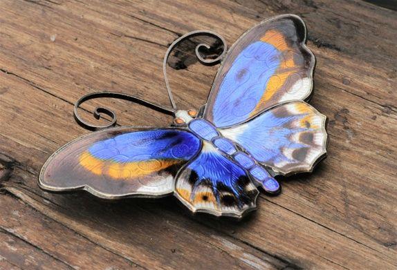 David-Andersen. Brosje, stor sommerfugl, i forgylt sterling sølv med emalje. Vintage