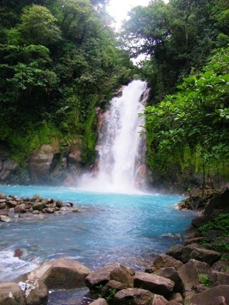 Costa Rica - Rio Celeste Waterfall - http://www.travelmoodz.com/en/travel-professional/henry-campos