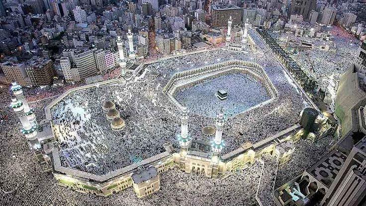 Moskéer bjuder precis som andra heliga byggnader från våra världsreligioner på fantastisk arkitektur, och de häftiga byggnadsverken gömmer i många fall ett ännu spektakulärare innandöme. Dessvärre är tillträdet till insidan exklusivt för troende muslimer, så...