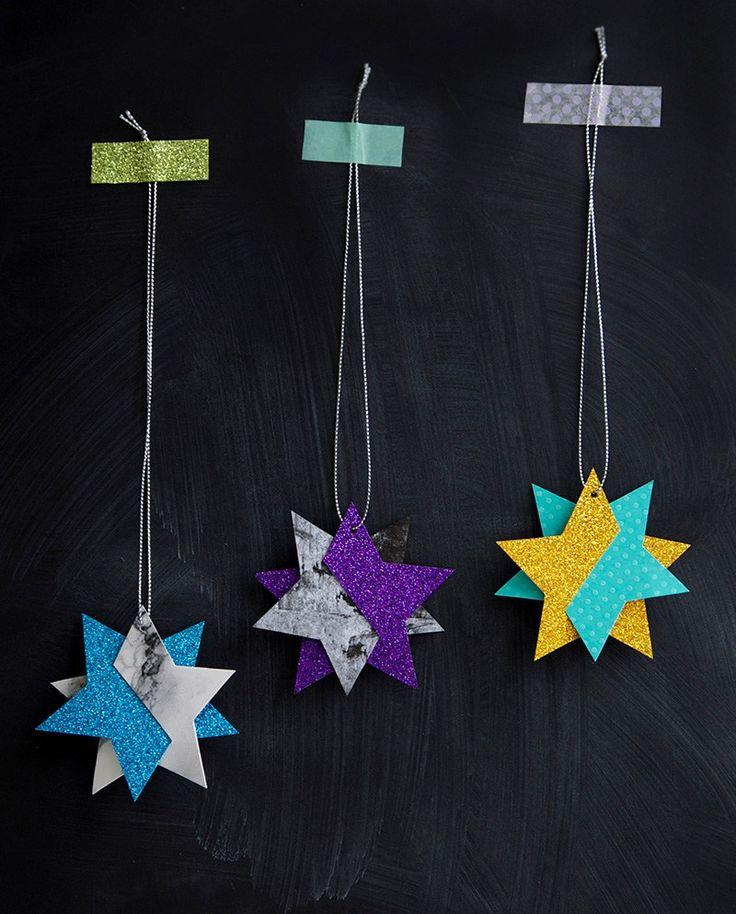 Dette års juleklip er blot en fornyelse af sidste års juleklip.I år har jeg leget medfolie, glimmerog silkepapir.Du finder skabelon, tutorial og sidsteårs stjerne lige HER!Til stjernerne har …