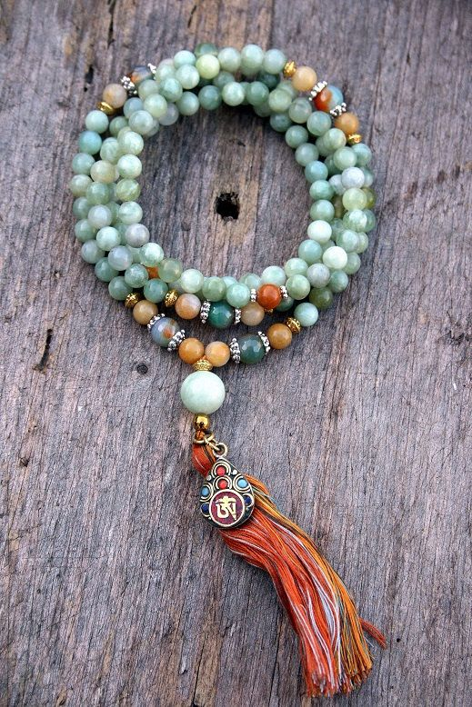 Mala made of 108, 8 mm - 0,315 inch, beautiful jade gemstones and decorated with jade, faceted agate and a nepalese OM (ohm) pendant - Made by look4treasures