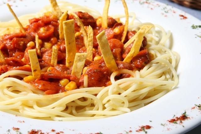 ¿La conoces? la deliciosa pasta a la MEXICANA  (a base de tomate, chorizo, fríjol, maíz tierno, tortillas y clitantro)    puedes pedirla con pasta spaguetti o fetuccinne, también en pasta penne. Uno de tan los exquisitos platos de nuestra carta.