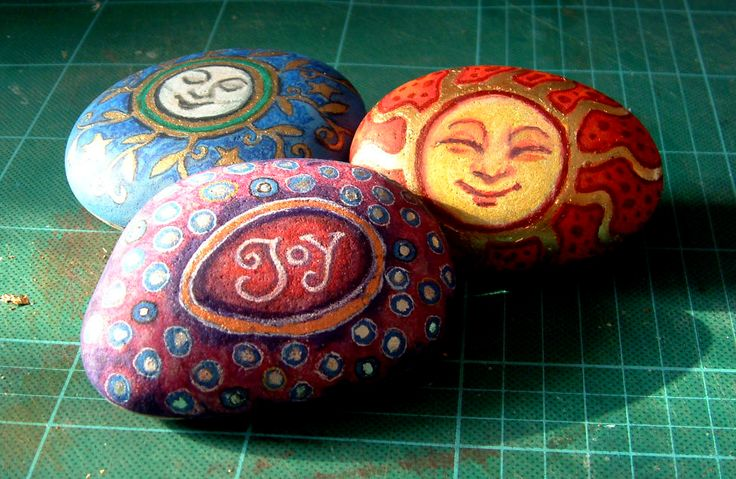 Craft Fetish: Painted Pebbles Update...pretty sun faces!!