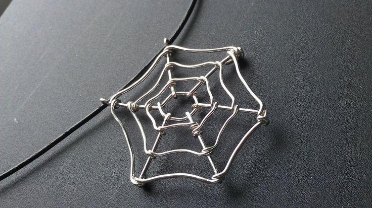 Hämähäkinvekkoriipus hopeaa / Spider inspiration