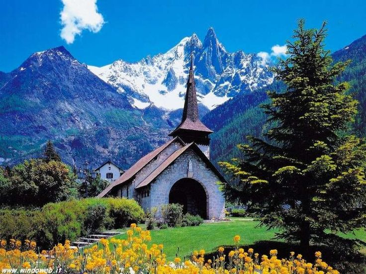 Paesaggi di montagna più belli al mondo - Paesaggio di montagna con chiesetta