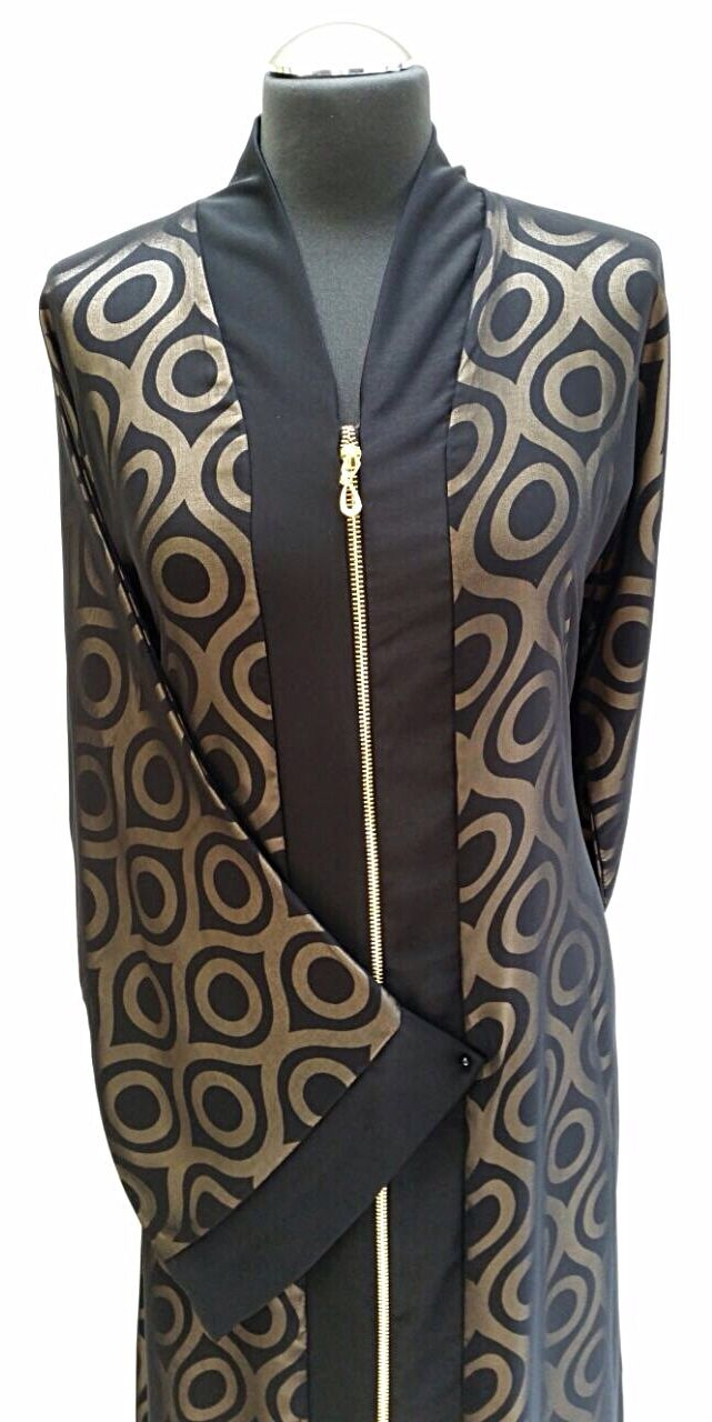 New zipped abaya from top to bottom with two-tone printed fabric effect.  Size 56.  Ref: 12