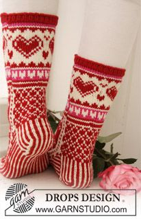 Knitted DROPS Socks with pattern  LOTS LOTS of free pattern men, women, children, home at www.garnstudio.com    Many languages