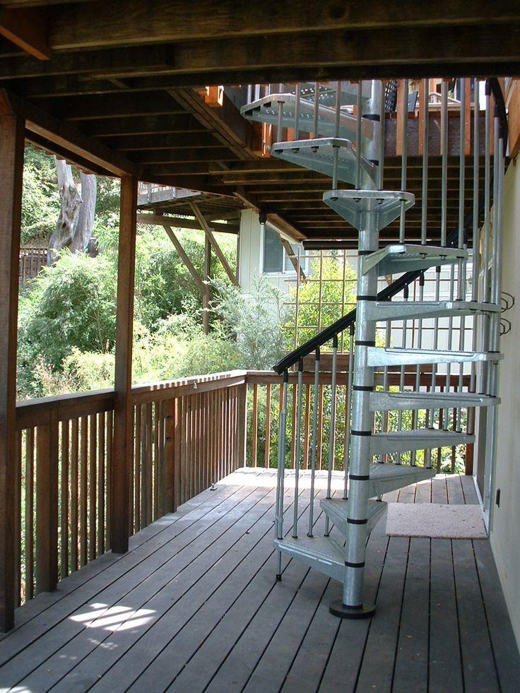 можно лестница на второй этаж с веранды фото две относятся клиньевым