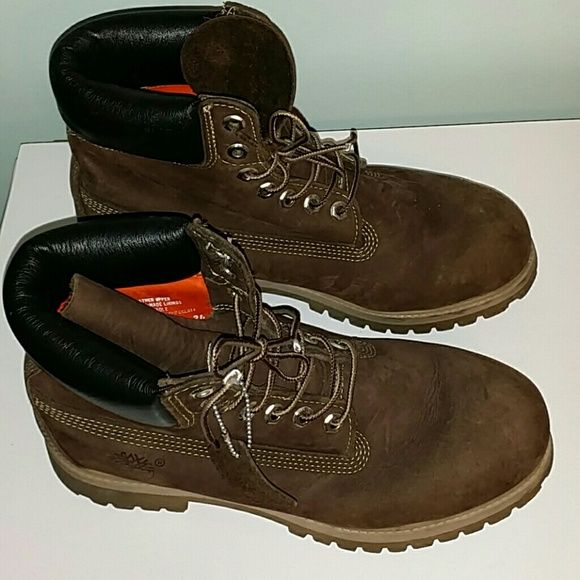 Mens Timberland boots  size 8m These boots are in really good condition.   There is no visable wear on the soles and minimal wear on the heels. Leather uppers.  Cushioned at the ankle.. Timberland Shoes