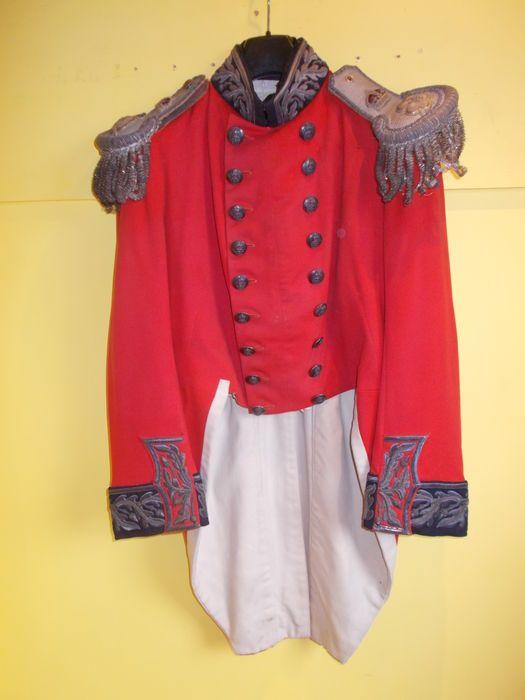 Maison de ventes aux enchères en ligne Catawiki: Veste d'uniforme rouge d'officier anglais Victorien 1830. 19ème siècle