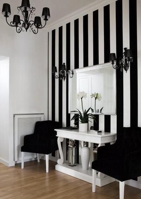 Rayas, ideales para dar vida a tus paredes 25 ideas para dar vida a tus paredes  #decoración #hogar #home #deco #paredes #entrada #recibidor #rayas #negro #blanco  www.hogardiez.com.es