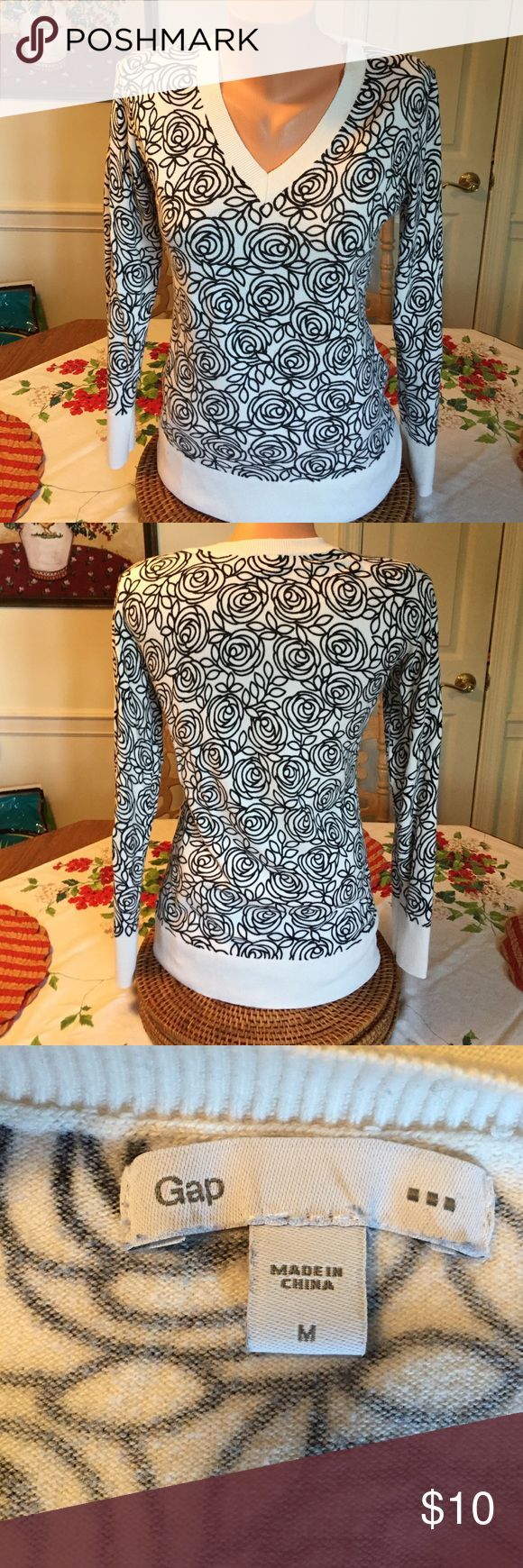Gap Top Gap long sleeved top black and white scroll pattern. Size medium. GAP Tops Tees - Long Sleeve