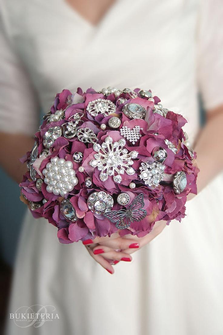 Purple hydragnea brooch bouquet by Bukieteria (PL)