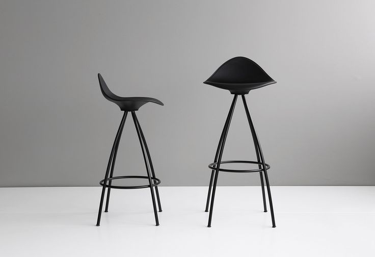 The new STUA Onda stools with black frame are already in production, with the same price of the chromed ones. Ask for yours! ONDA: www.stua.com/design/onda