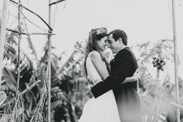 Cuando eres una blogger de moda y te has propuesto como objetivo convertirte en la wedding planner de tu propia boda, las expectativas tienen necesariamente que ser altas. Y la boda de Marianela las cumplió. ¡No te pierdas este enlace lleno de detalles de una fashionista nata!