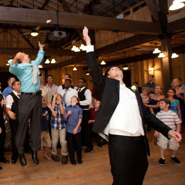Garter Toss Songs: Find The Perfect Last Song For Your Reception