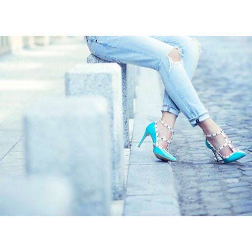 And a close-up of these beauties  | I'm in love with this pair of turquoise pumps | #addicted to #shoes |