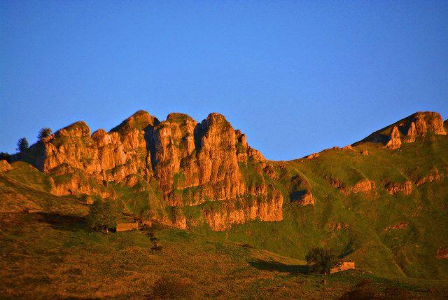 Atardecer Valles Pasiegos | por Rosa Crespo del Pozo