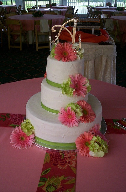 wedding cake pictures with gerbera daisies gerbera daisies cake flickr photo cakes 23449