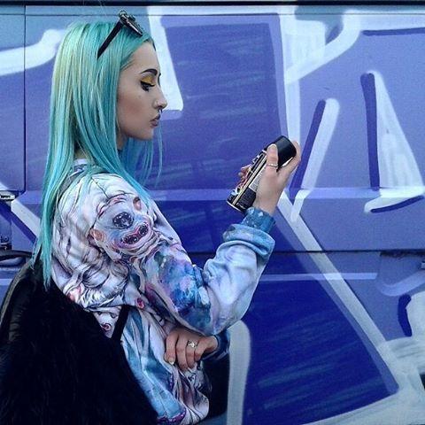 Find your true colors :-) @majdapilipovic @tanyasharseva #designclothes #ingenious #colab #graffitiart #alternativefashion #yolandi  #ratmistress