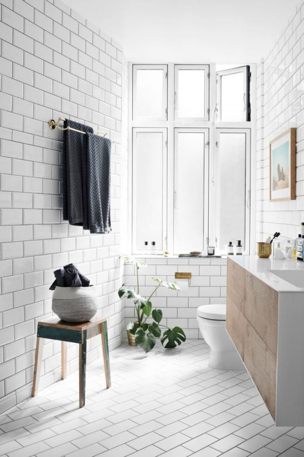 By laying the floor tiles on the diagonal, the designers of this bathroom have transformed the ordinary…into the extraordinary.