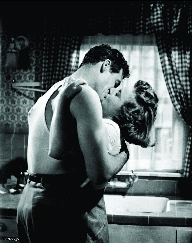 Barbara Stanwyck and Robert Ryan in Clash by Night.