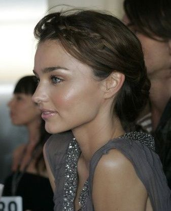 Miranda Kerr dewy makeup perfection. Cheek and brow highlight with nude gloss on lips