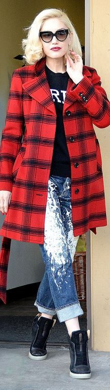 Who made  Gwen Stefani's black sweater, blue paint splatter jeans, and wedge sneakers?