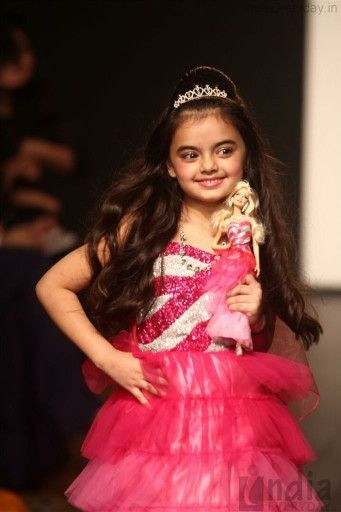 Ruhanika dhawan walk on the lake me fashion week