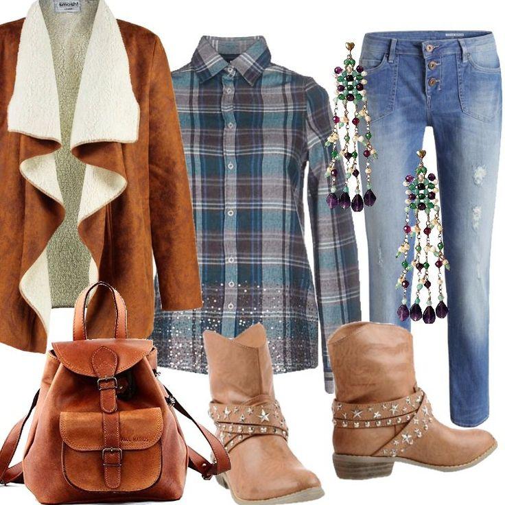 Jeans+boyfriend+effetto+usato,+abbinato+a+camicia+a+quadri+nei+toni+del+verde+e+tortora.+Giacca+leggera+cognac,+collo+a+scialle.+Stivaletto+con+cinturini+e+borchie,+zainetto+color+cuoio+dall'aspetto+vissuto.+Orecchini+pendenti+con+perline+colorate.