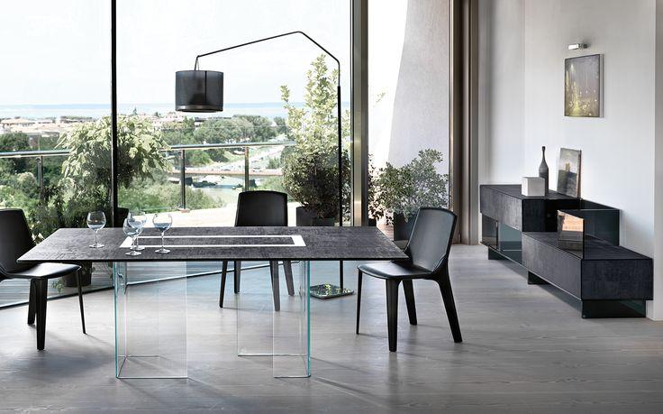 VARESINA table by @Fiam Italia designed by Matteo Nunziati #fiamitalia #matteonunziati #design #interiordesign #furniture #arredamento #homedecor #table #tavolo #glass