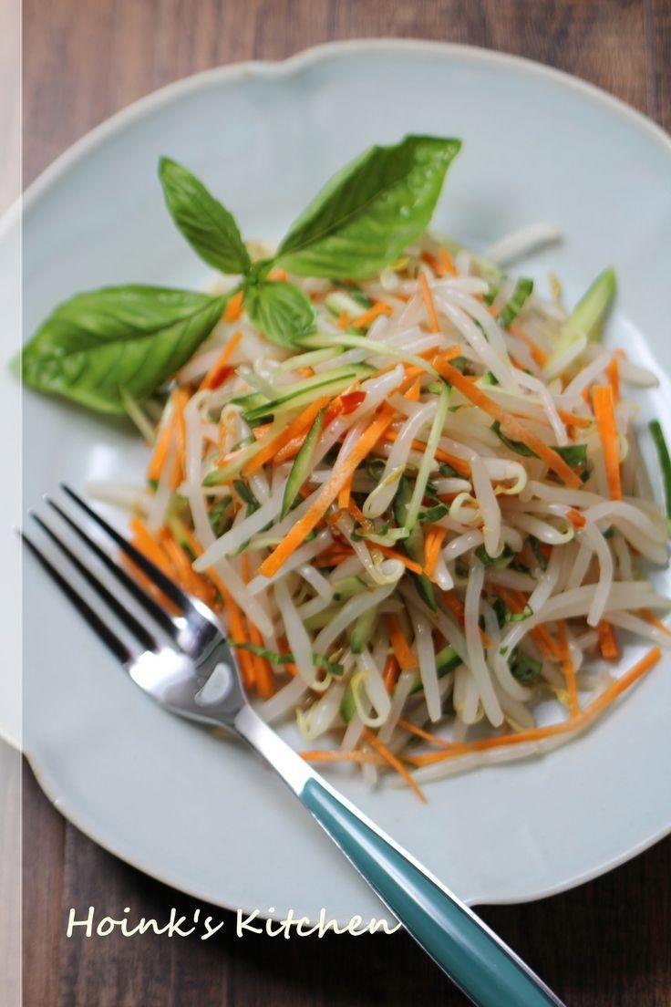 ベトナム風♪もやしのスイチリサラダ     甘酸っぱくてバジルがさわやかに香るサラダはちょっとした端休めにもいいですよ~♪何よりもノンオイルで低カロリー。    材料 (2~3人分) もやし 1袋(200g) きゅうり 1/2本(50g) にんじん 3cm(30g) バジルの葉(あればタイバジル) 5~6枚 *スイートチリソース 大さじ2 *酢 大さじ2 *ナンプラー 4~5滴