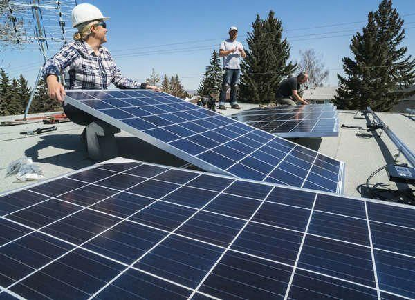 I Installed Solar Panels On My Roof And Here S What Happened In 2020 Solar Panels Solar Panel Installation Solar