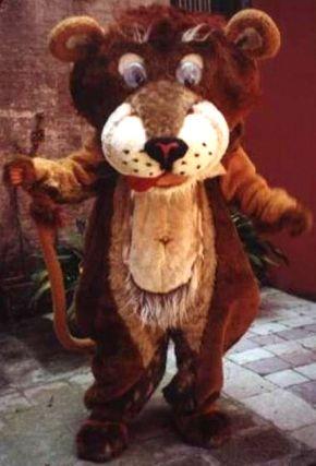 """Mascotte """"leone"""" realizzata per Camping marina di Cavallino Treporti (VE)anno 2000"""