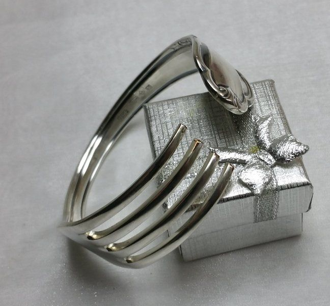 Gabel-Armreif Besteckschmuck Silberbesteck AB243 von Atelier Regina auf DaWanda.com