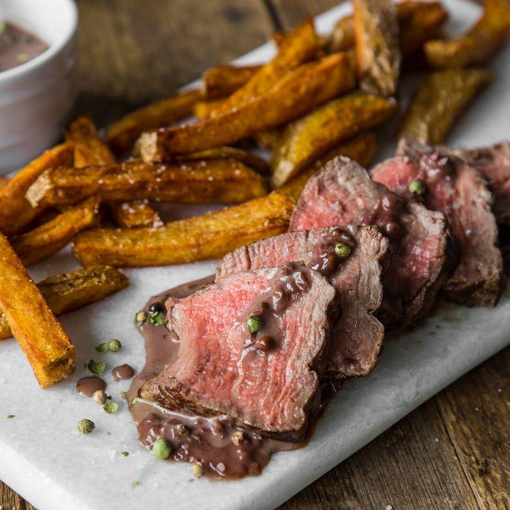 Warum nicht mal wieder einen echten Küchen-Klassiker? Rinderfilet mit Pfeffersauce und selbst gemachten Pommes. Geht immer und schmeckt immer!