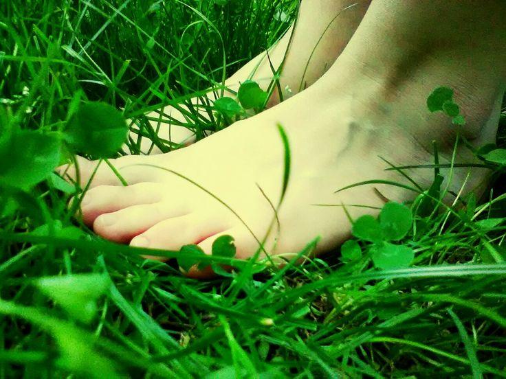 Walkin'the grass #greenandwhite