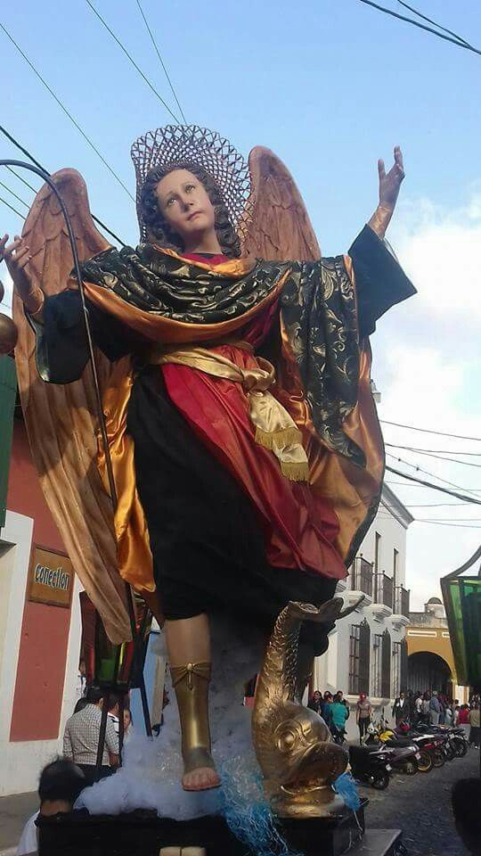 V.I. de San Rafael Arcángel en el Cortejo procesional de la V. I. de la Inmaculada Concepción de María de la Parroquia San José catedral de la Antigua Guatemala.