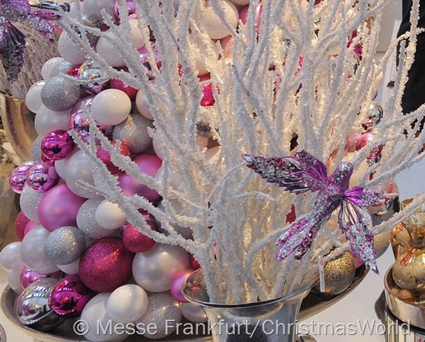 Pink-tastic holiday cheer is hot for Christmas and New Year's festivities this year.: Winter Wonderland Christmas, Decor Winter, Holidays Colors, Christmas Holidays, Colors Schemes, Pink Tasting Holidays, Christmas Decor, Christmas Ideas, Pinktast Holidays