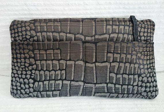 Pochette double poche extérieure motif peau crocodile par SUNSUELLE