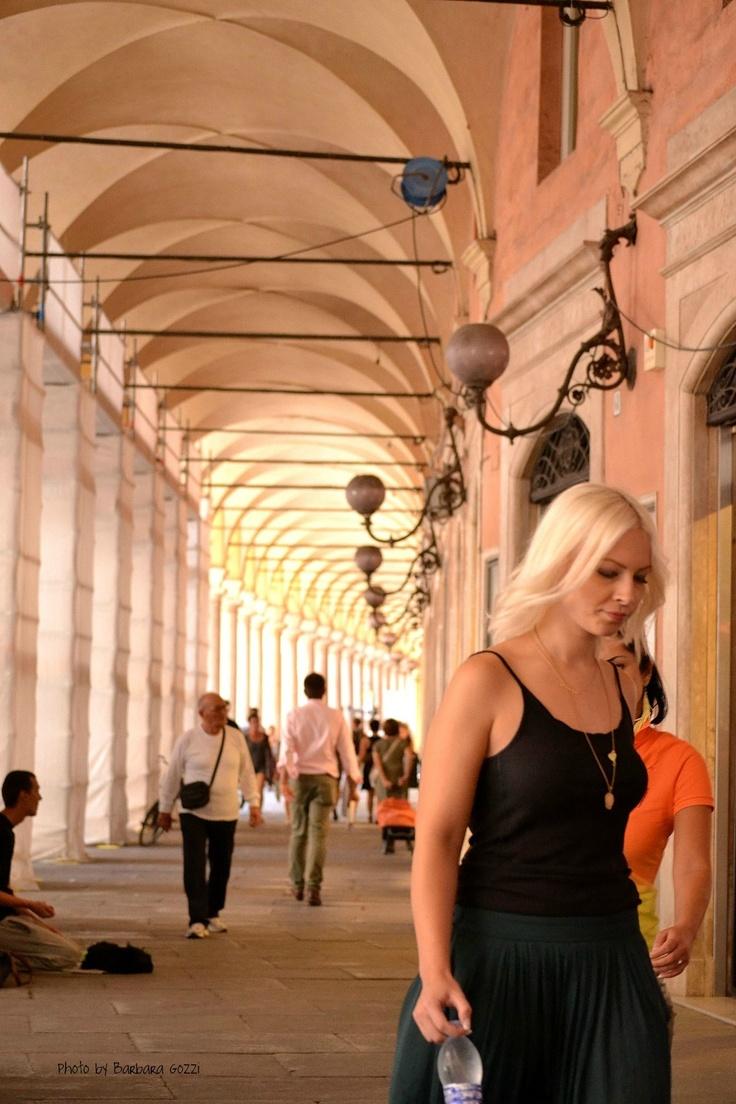 via Emilia centro di Modena, portici.