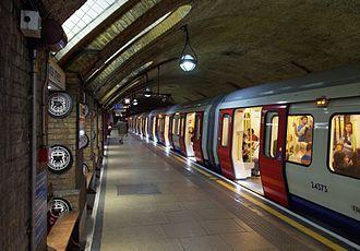 The tube, el metro de Londres    Beckenham: Conviértete en un experto en Londres mientras mejoras tu inglés este verano.    #WeLoveBS #inglés #idiomas #London #ReinoUnido #RegneUnit #UK  #Inglaterra #Anglaterra