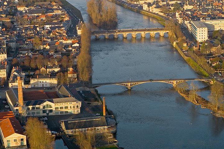 Vienne river ch tellerault france aquitaine france - Office du tourisme poitou charentes ...