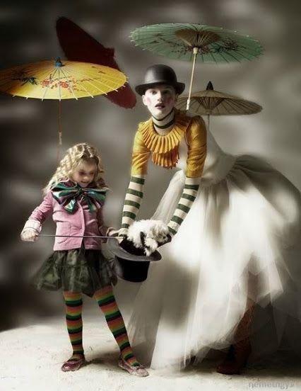 Dream or Reality?   Vidám lelkem senki se érti, Se gyerek, se nő és se férfi, Senki, senki itt a világon, Mi is az én titkos nagy álmom.  Csukás István