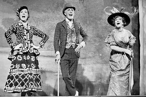 Julie Andrews, Bruce Forsyth and Beryl Reid sing 'Piccadilly'
