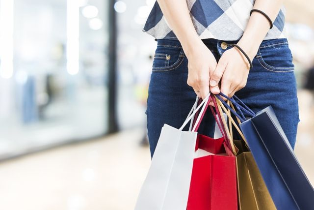 Shops in Greece Depend on Tourism Rise for Good Summer Sales Season.