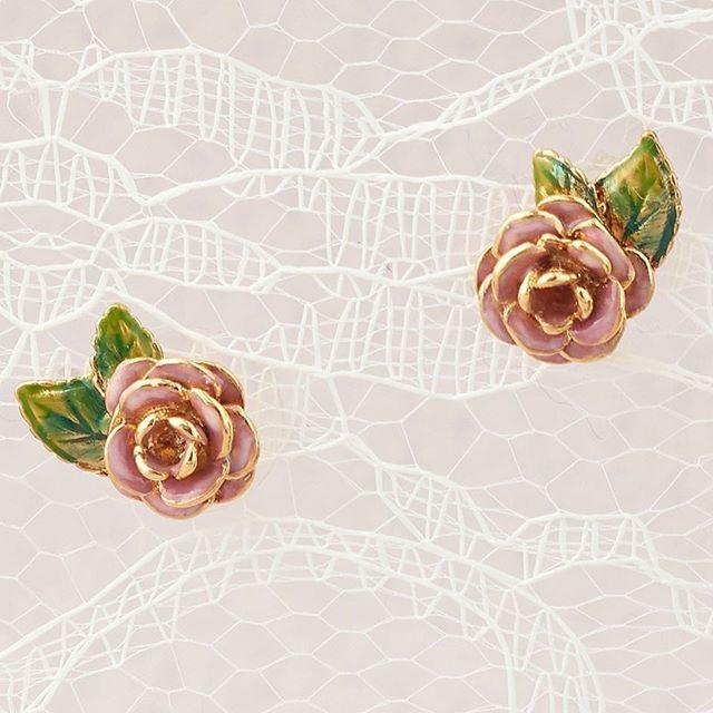 🌿🌸:: The Vintage Rose Studs :: 🌹🌿  .  .  .  #BillSkinner #roses #vintagerose #lace #fashionphotography #stilllifephotography #enamel #handpainted #style #craft #design #jewellerylovers #jewellerydesign #rose #floral #floraljewellery #rosejewellery #rosejewelry
