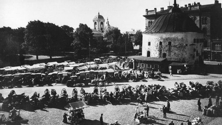 Suomalainen Viipuri oli 1930-luvulla vilkas kauppapaikka ja historian täyteinen matkailukohde. Aikakauden radio-ohjelmat kertovat rinkelikaupungin kaupankäynnistä ja kulttuurista sekä esittelevät Viipurin linnaa ja kaunista Monrepos-puistoa kartanoineen.